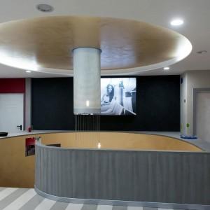 showroom resina glitter, effetto cemento e a righe larghe