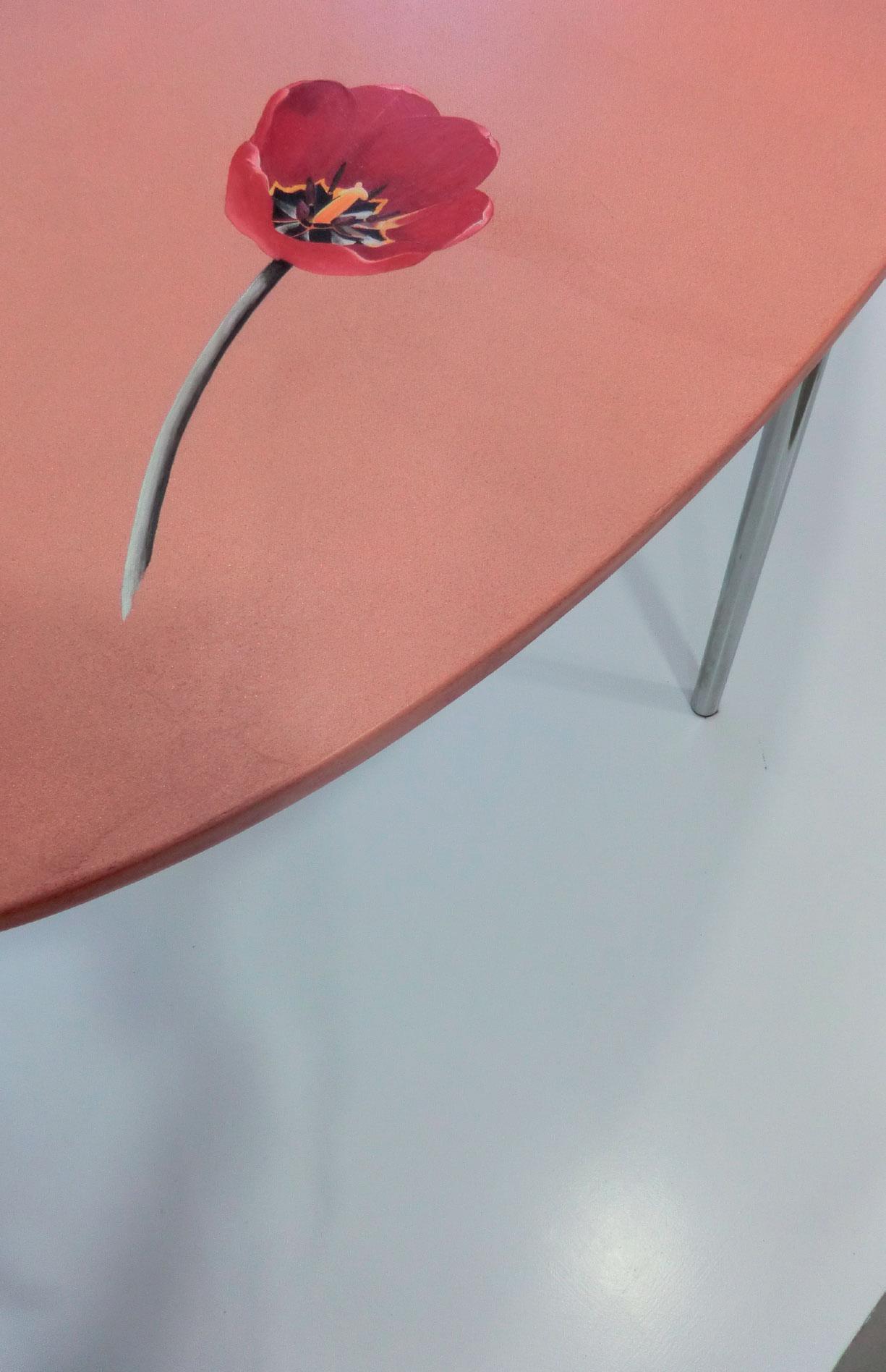 ripiano tavolo ricoperto con resina rossa