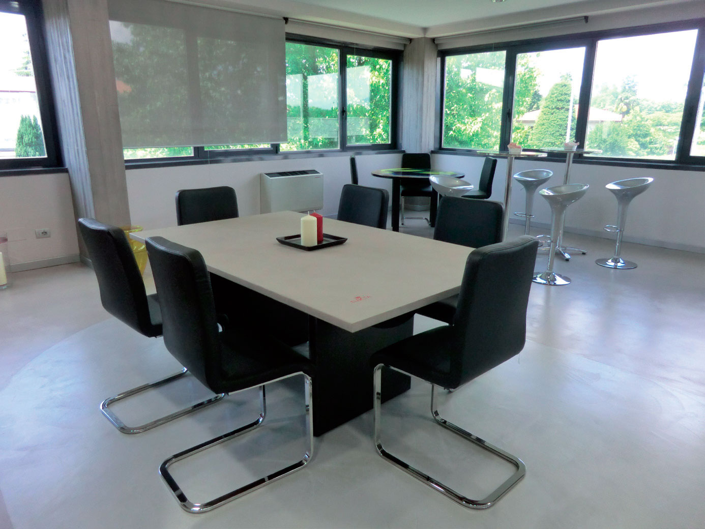 tavolo riunioni in resina