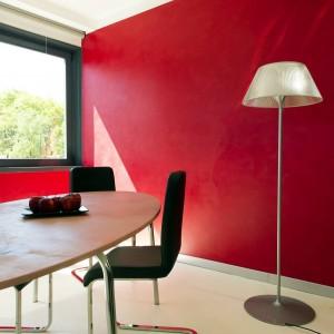 Resina rossa sulla parete