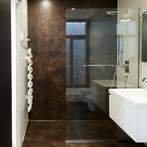 renovated bathroom with use of the same resin spatula for walls and floor effect oxidized