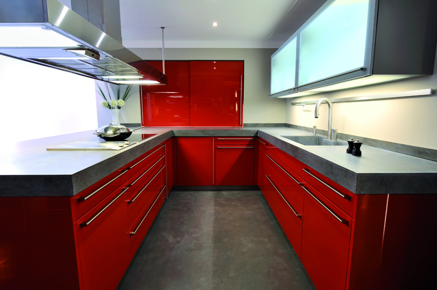 pavimento della cucina in resina: ottima scelta per la semplicità di pulizia e igiene