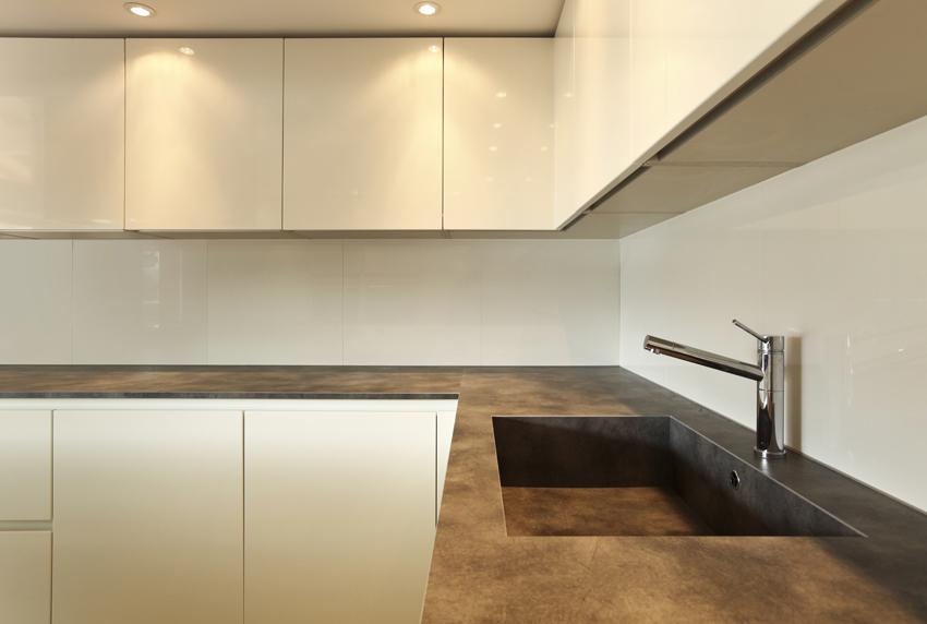 pareti della cucina in resina
