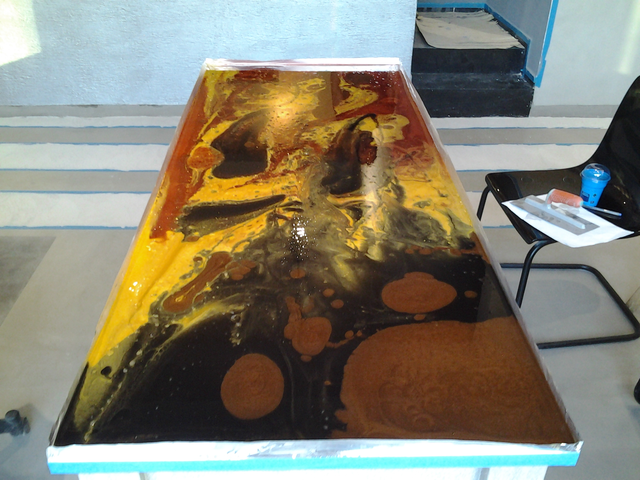 Topper of a table made with artistic polycolor resins